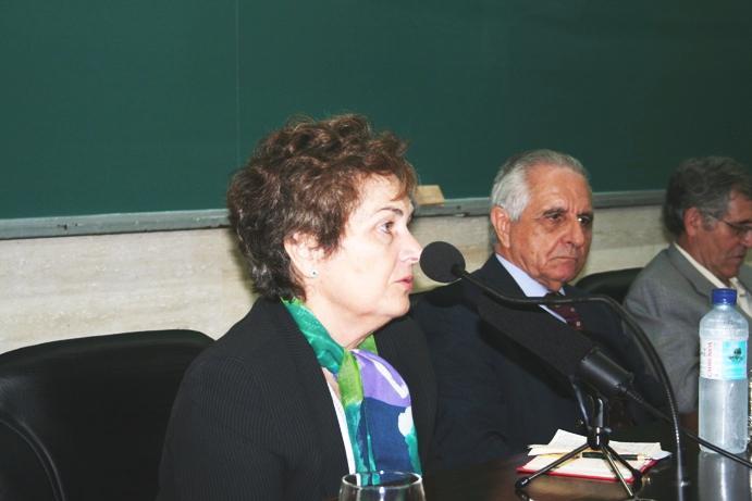 Mª do Carmo Henriques apresenta professor Malaca Casteleiro