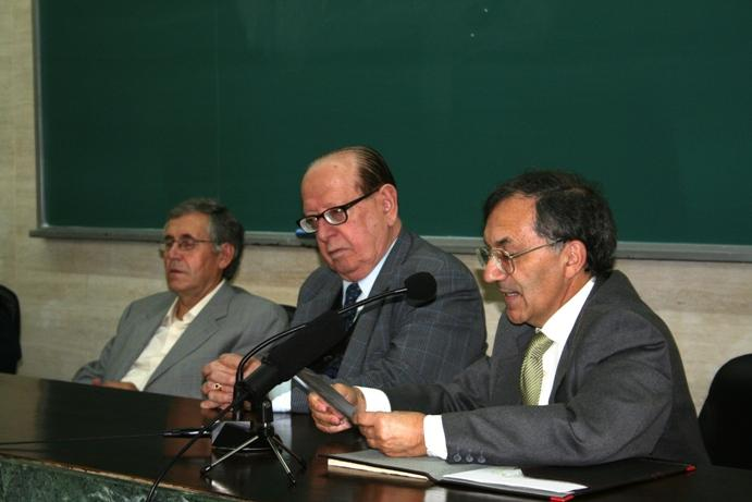 Montero Santalha apresenta professor Evanildo Bechara