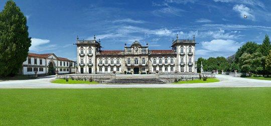Palácio da Brejoeira com a Casa das Artes à esquerda